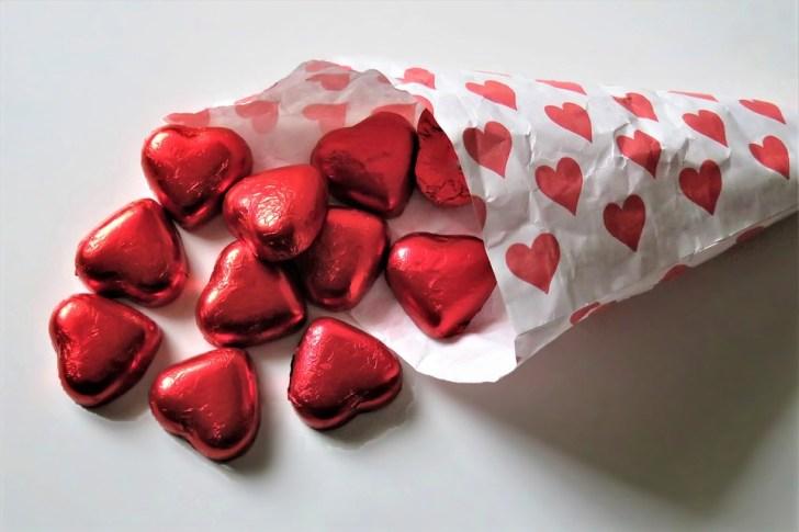赤いハート, チョコレート, 紙袋, 支払わ, 甘さ, シンボル, 愛, 暖かさ, ロマンス