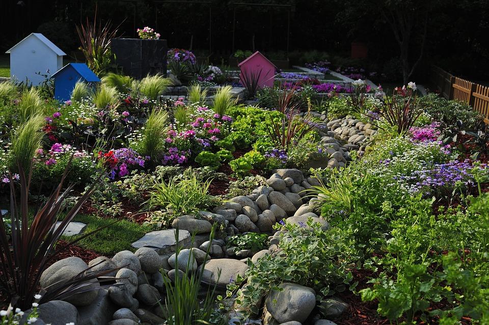 Desain Taman dengan tumbuhan bervariasi