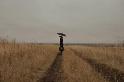女性, 神秘的です, 旅行者, 旅, のみ, 唯一, 悲しいです, 傘, トレイル, フィールド, 田舎