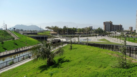 Parque Fluvial Renato Poblete, Santiago. © Constanza López, vía Flickr.