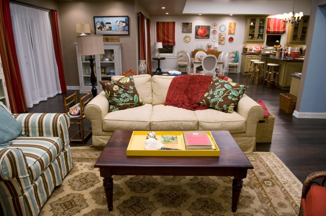 Unrealistic Tv Show And Movie Apartments Celebrity Homes Traditional Home Decor