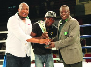 •MultiChoice's Martins Malbutho (left) and NBB of C board member, Dr. Rafiu Ladipo (right) present Boxer of the Night award to Olaide 'Fijabon' Fijabi during the GOtv Boxing Night Show held at the National Stadium, Surulere, Lagos yesterday. PHOTO: DSTV.