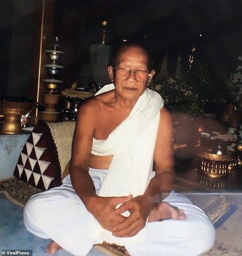 Thai Monk Thammakorn Wangpreecha, who chopped off his head for Budha