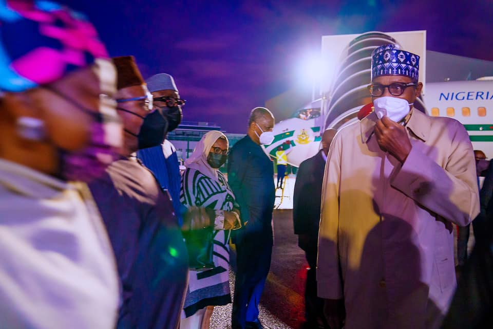 Buhari received by Nigerian delegates on arriving Paris