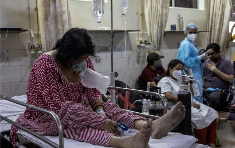 COVID-19 patients in India inhale oxygen from tanks