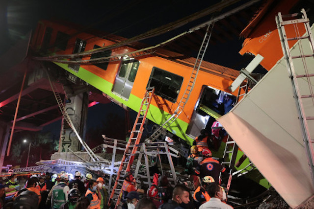 railway overpass collapses in Mexico city