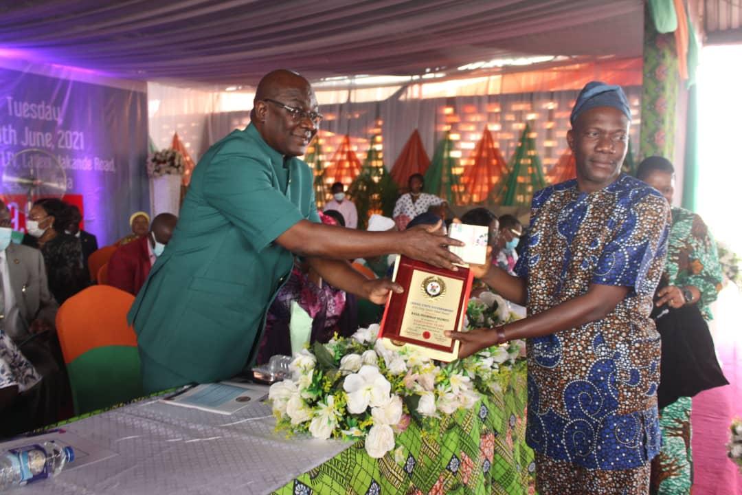 Lagos rewards 900 civil servants with long service award