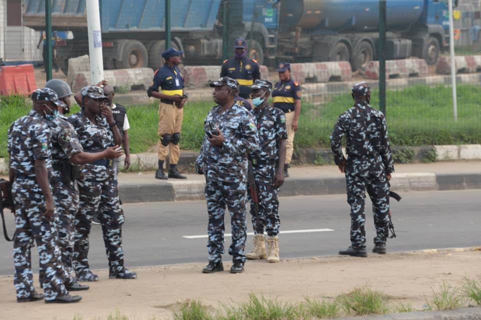 Police officers at Ojota to block Yoruba Nation rally : stray bullet kills girl