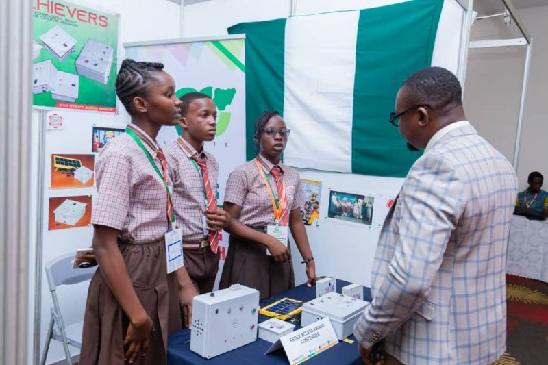 Mr Jiboku and the group of Students that invented the Gas Leakage Detector