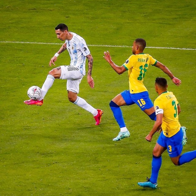 Angel di Maria on the way to score the winner