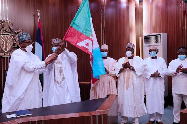 Matawalle receives APC flag from Buhari