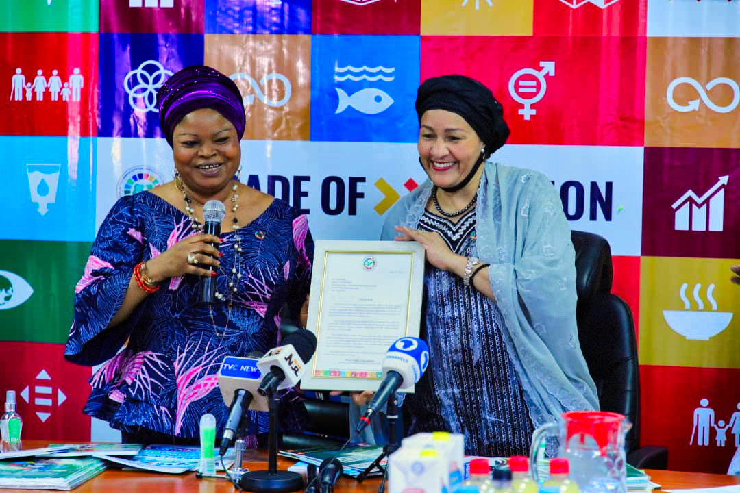 The Senior Special Assistant to the President on SDGs,SSAP=SDGs, Princess Adejoke Orelope-Adefulire presenting a congratulatory letter to UN Deputy Secretary-General, Amina J. Mohammed during her visit to the OSSAP- SDGs Office