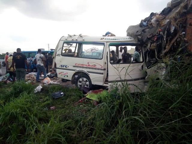 The accident on Lagos-Ibadan expressway on Wednesday. Photo BBC News