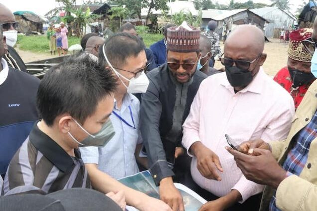 Rotimi Amaechi, 2nd right inspecting maps for the Bonny Deep Sea Port