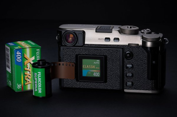 Fujifilm X-Pro 3 looks like a film camera, hides rear screen