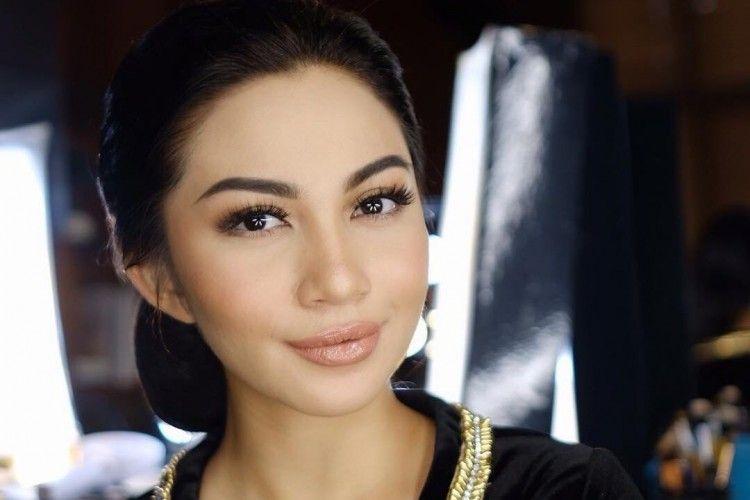 Cantik Dengan Sanggul Tiru Gaya Rambut 7 Seleb Ini Untuk Acara Wisuda