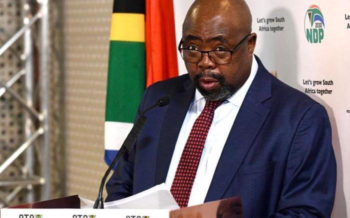 NNN: Le ministre de l'Emploi et du Travail Thembelani Nxesi a été admis à l'hôpital en raison du COVID-19, devenant ainsi le deuxième ministre à être hospitalisé pour la même maladie en Afrique du Sud, a annoncé mardi le gouvernement. Nxesi a été admis à l'hôpital lundi soir après avoir été testé positif au coronavirus […]