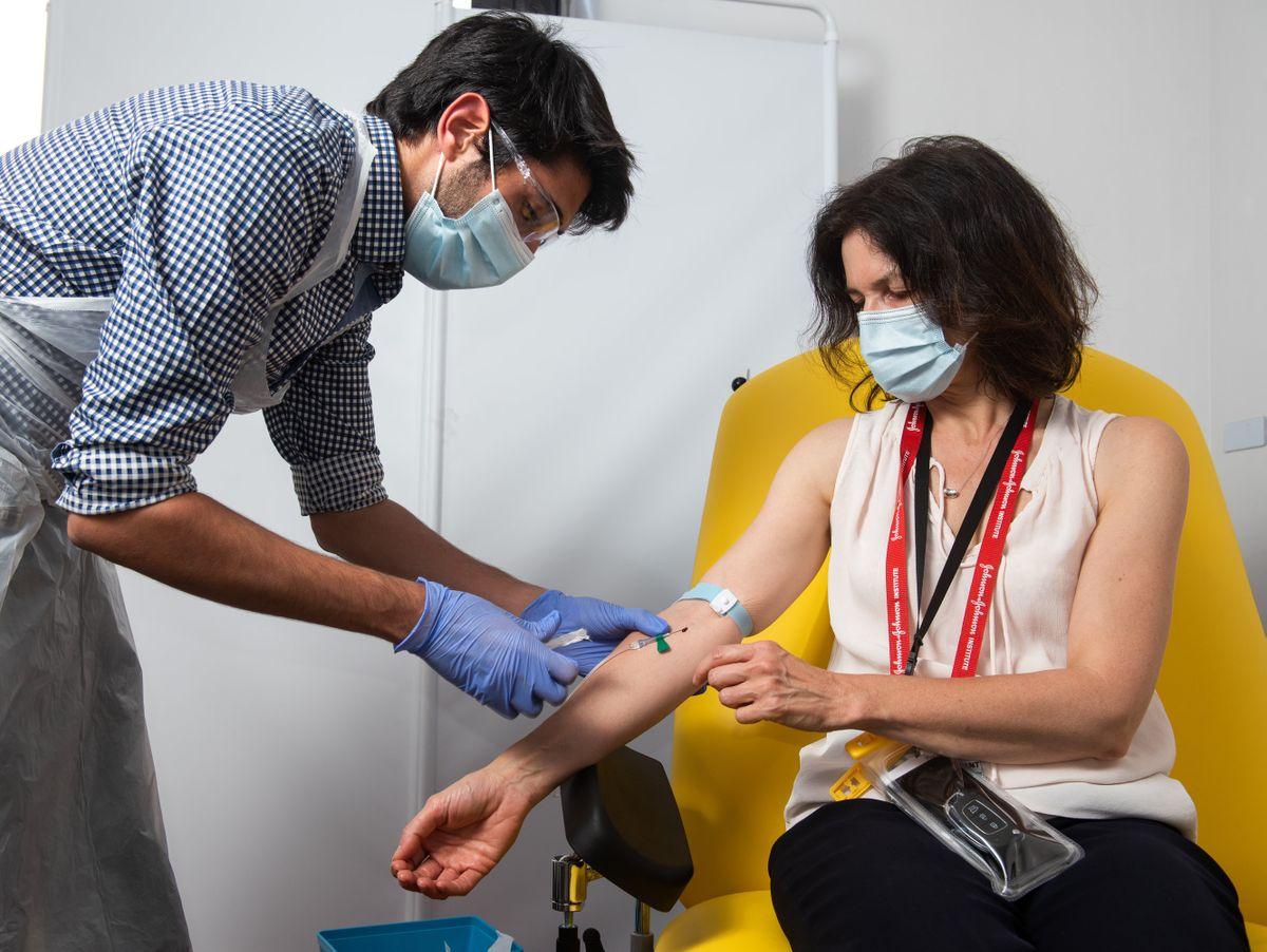 corona impfstoff astrazeneca und oxford erreichen wirksamkeit von bis zu 90 prozent manager magazin