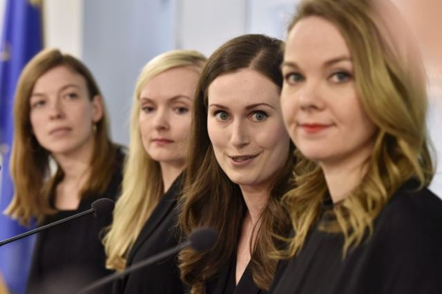 Sanna Marin (2. v. r.), neue Ministerpräsidentin Finnlands, mit Ministerinnen