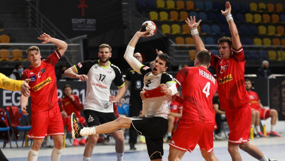 https www spiegel de sport handball handball wm 2021 nachruecker schweiz siegt bei start gegen oesterreich a c74f5c34 f6b4 4cac b9b4 adda25e9813d