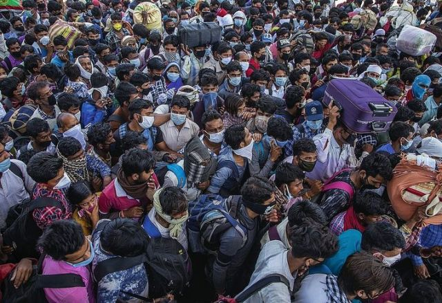 Migrant laborers on the outskirts of Delhi in March: It isn't possible to lock in more than a billion people.