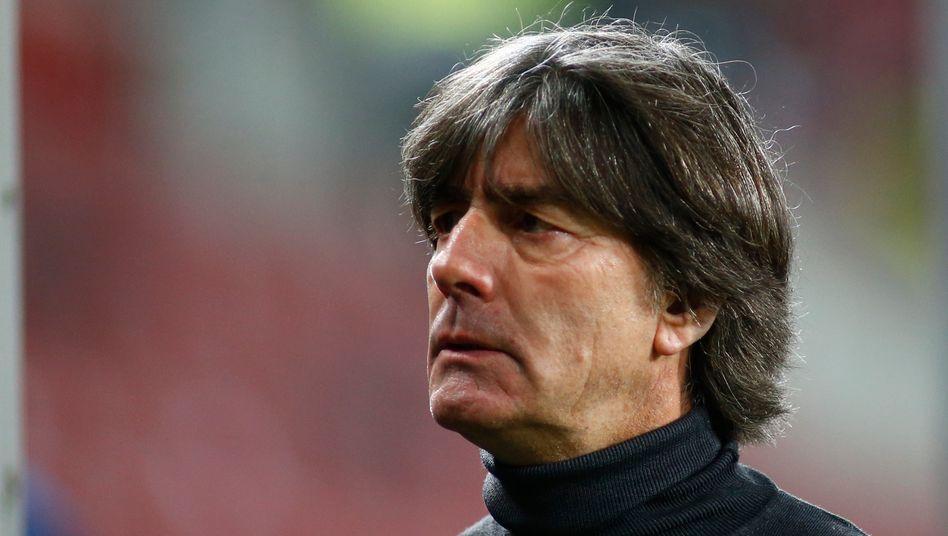 deutsche nationalmannschaft joachim low bleibt bundestrainer der spiegel