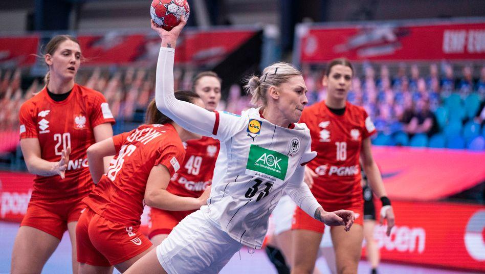 https www spiegel de sport handball handball em der frauen deutschland nach remis gegen polen in der hauptrunde a 381ab3cd c313 499b 9bcf 9eaf874e6a9f