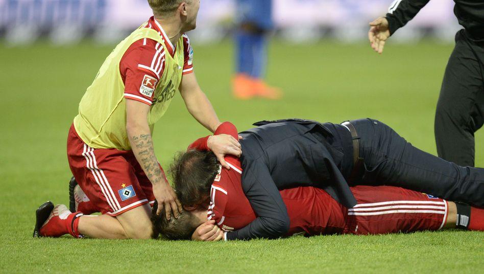 https www spiegel de sport fussball reaktionen auf den sieg des hamburger sv in der relegation a 1036647 html
