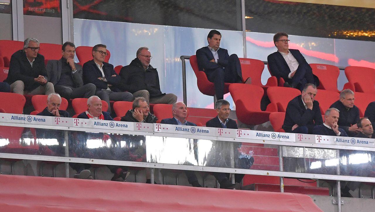 FC Bayern: Keine Corona-Abstände - Bayerns Gesundheitsministerin Huml rügt Rummenigge und Co