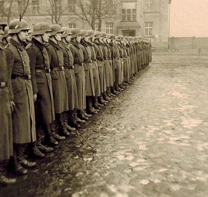 Drill in the barracks: At the beginning of 1941 Franz (left) received his basic military training in Eschweiler near Aachen