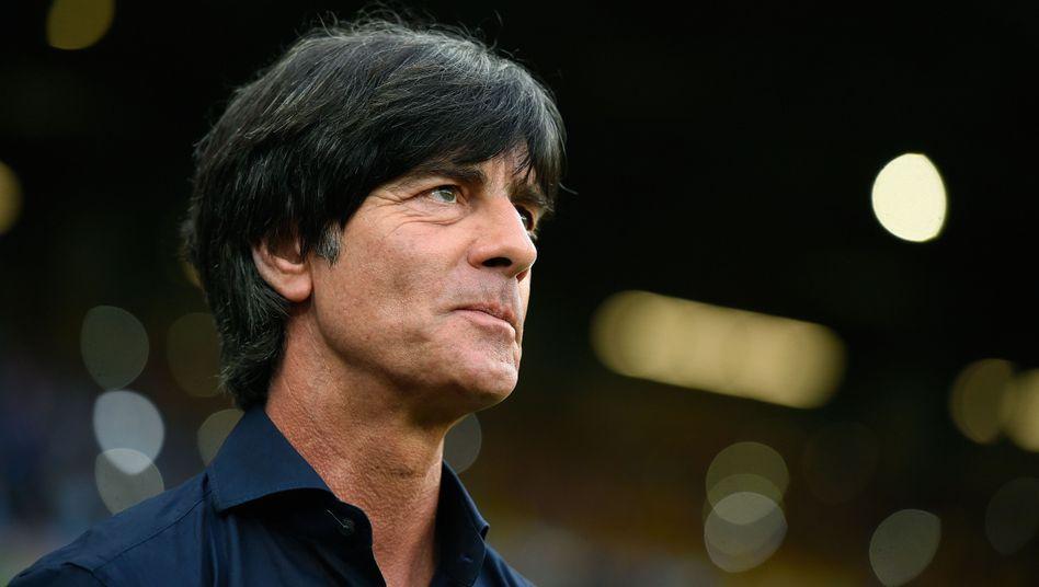 https www spiegel de sport fussball bundestrainer joachim loew bleibt weil seine position so stark ist a 982552 html