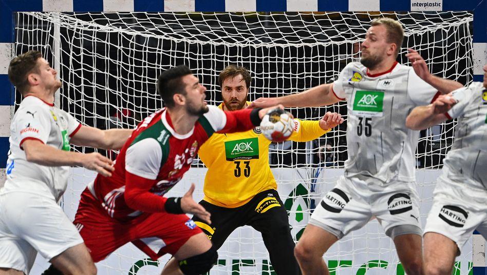 https www spiegel de sport handball handball wm 2021 deutschland verliert letztes gruppenspiel gegen ungarn a 3ac8bf36 f41a 492e b972 66c115e5db85