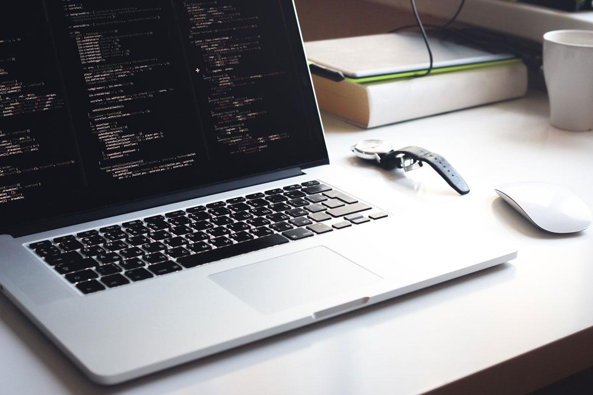 Código do programa em um laptop