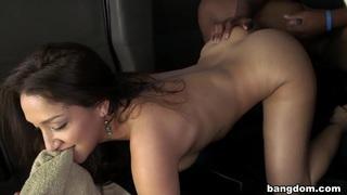 Sexy pornstar fucks a lot of_amateurs Preview Image