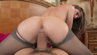 Dirty slut Molly Jane gets her pussy stretched by that fat piston Preview Image