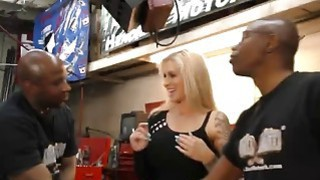 Hardcore interracial threesome in_the garage Preview Image