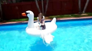 Daisy Chainz_Fucking Pool Boy Big Dick Blowjob Preview Image