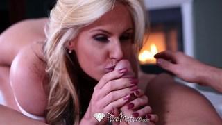 Salacious porn diva Phoenix Marie treats a dick right Preview Image