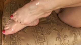 Amateur dick rider Wibeke makes dude stroke his cock and cum on her feet Preview Image
