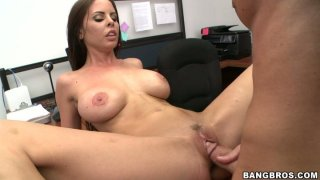 Curvy_hottie_Brandy_Aniston_gets_loaded_with_spunk_after_anal_sex Preview Image