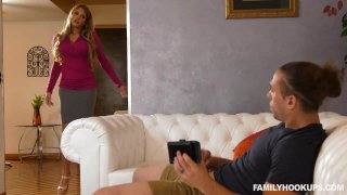 tj cummings - Handy stepmom cums to the rescue Preview Image