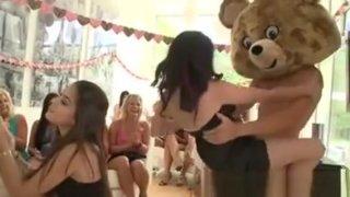 Party of girls get freaky ‣ novinhaspeladas Mobile clip Preview Image