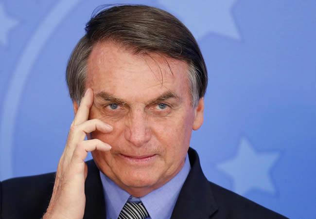NNN: Bolsonaro ignora las medidas de seguridad y se da la mano con la multitud. El presidente brasileño de Río de Janeiro, Jair Bolsonaro, volvió a ignorar el viernes algunas de las medidas de seguridad recomendadas para prevenir la propagación de Covid-19 y estrechó la mano de sus seguidores durante una visita a la ciudad […]