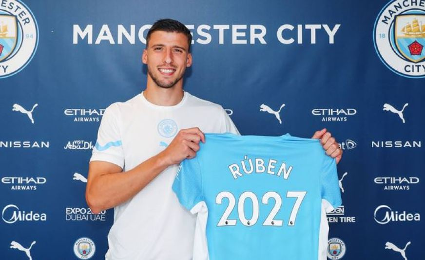 Dias extends contract with Manchester City