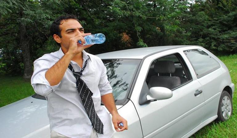 Multas por beber agua conduciendo