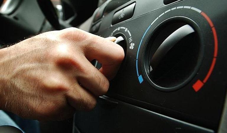 Conducir con calor: cuidado con el climatizador