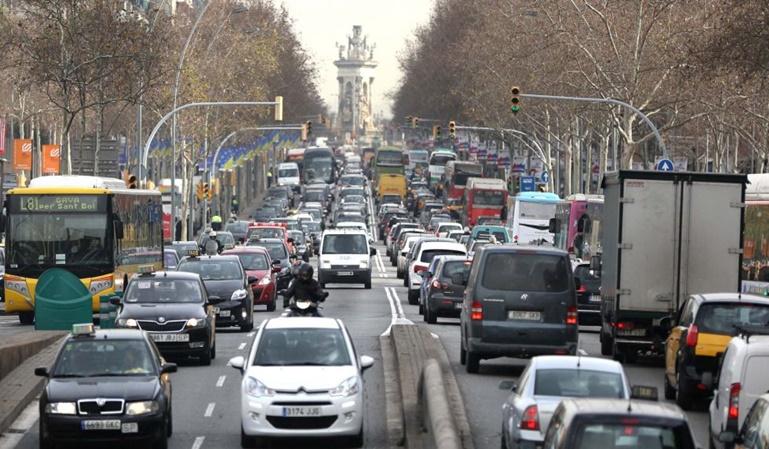 Barcelona multará a los coches más contaminantes