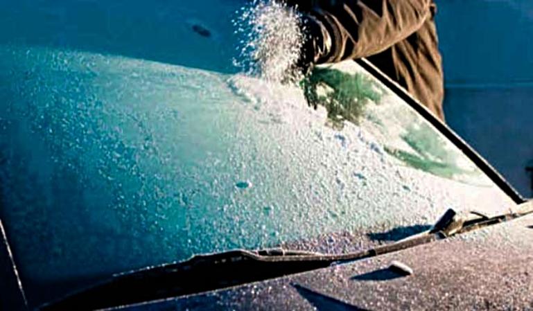 ¿Cómo quitamos el hielo del parabrisas?