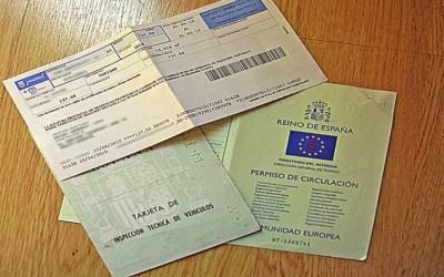 ¿Qué documentos debes llevar en el coche para evitar multas?