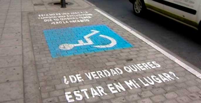 El auge de multas de aparcamiento en plazas para discapacitados de Madrid